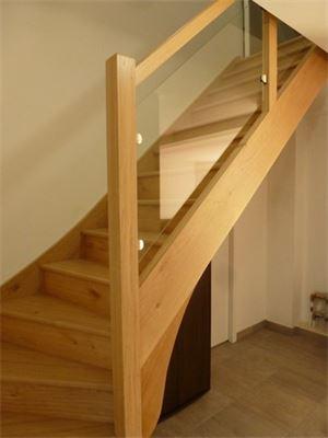 Escalier chêne vernis